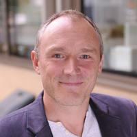 Photo of Dr Simon Forbes