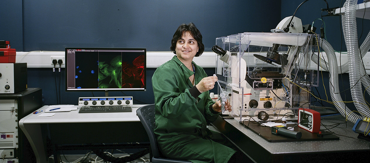 Dr Muzlifa Haniffa photographed in the Super Resolution Imaging Lab, Newcastle University
